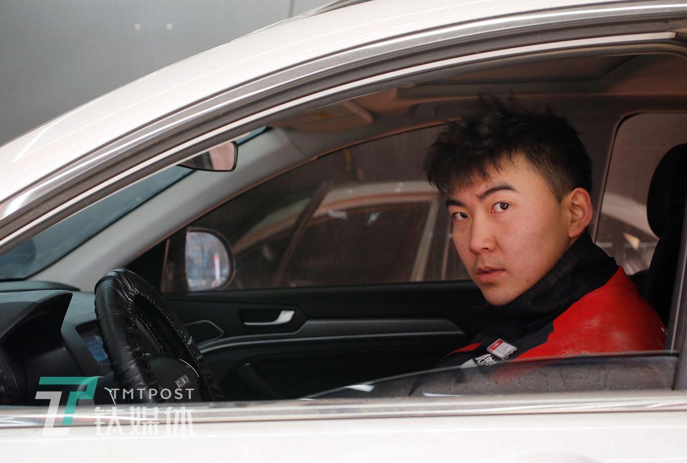 2020年12月24日,西安,汽修技师刘灏。
