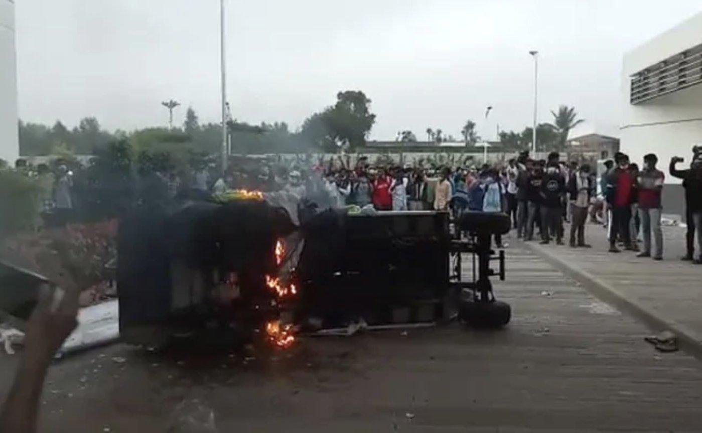 工厂内车辆被破坏/NDTV