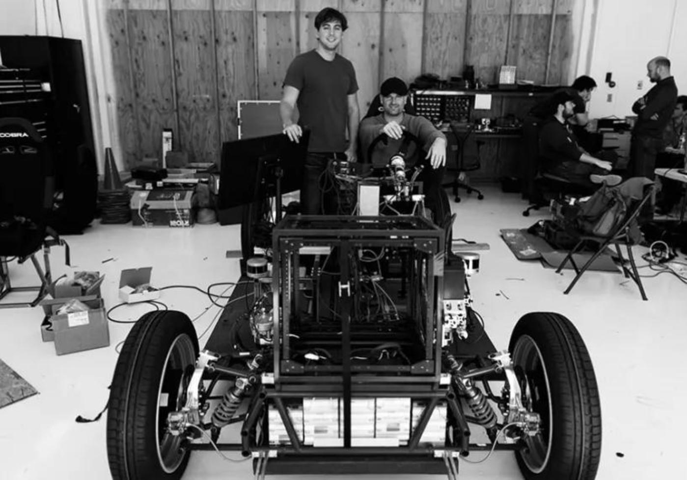 Zoox最初在一座消防站改建的厂房里组装的原型车