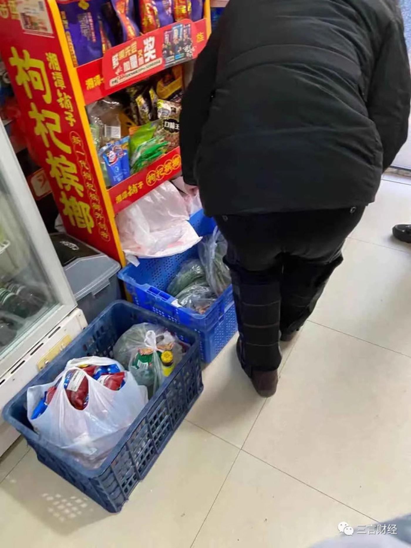 兴盛优选自提点实际上是个小超市