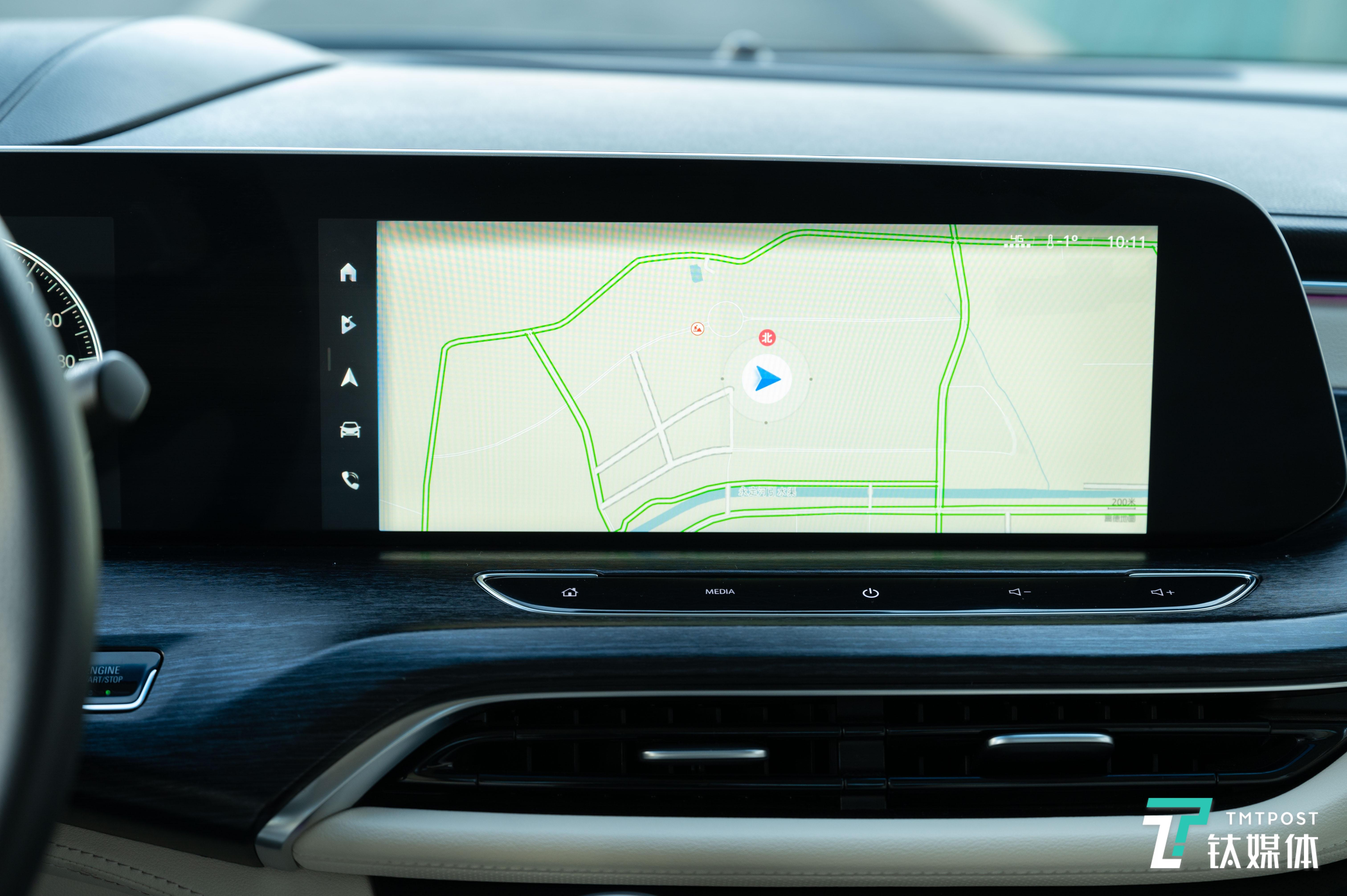 导航界面最大化地利用了这块屏幕
