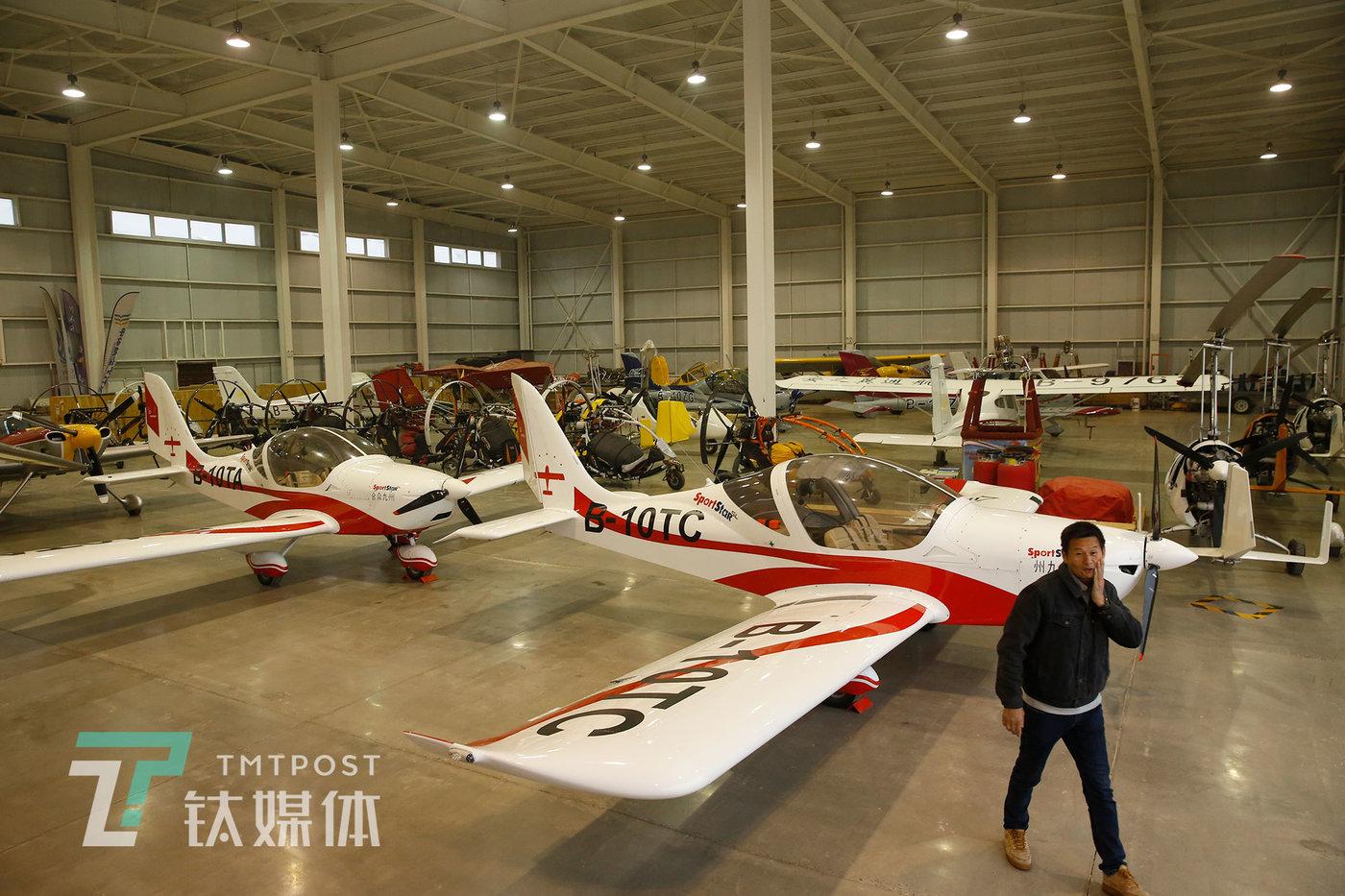 2020年11月17日,河北衡水,中国航协衡水航空飞行营地机库。