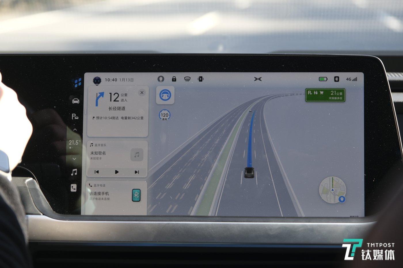 导航会根据高精度地图显示数据