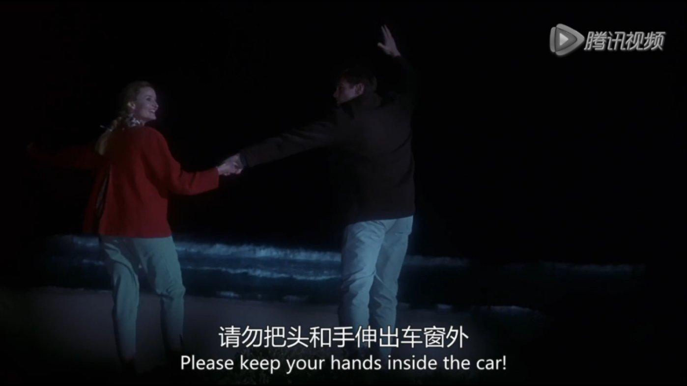 """△按照我们自己的理解可能会是""""请保持手伸出车外"""""""
