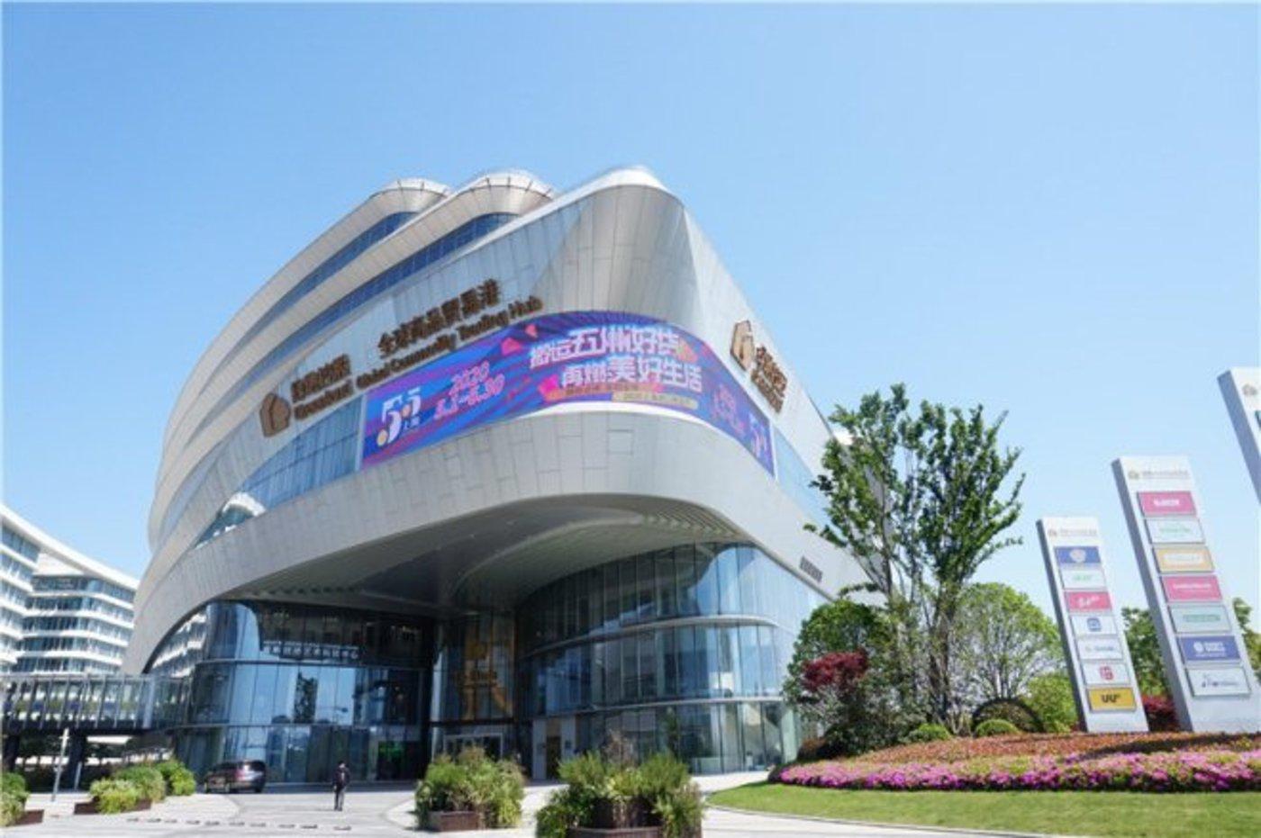 除上海母港外,绿地贸易港已相继在天津、西安、济南、哈尔滨、宁波、贵阳、成都、昆明、武汉、兰州、南昌、郑州、重庆等国内13个区域核心城市落子。