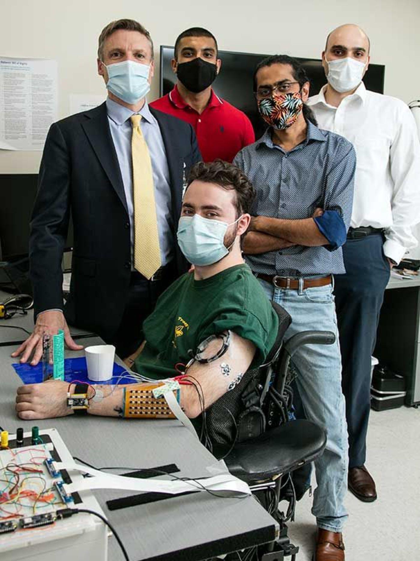 图|团队成员和志愿者(来源:IEEE Spectrum)