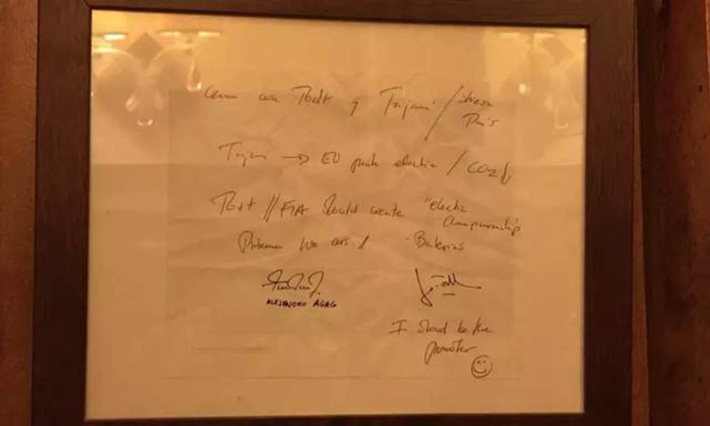 那张决定FE发展命运的纸巾,已经被巴黎那家餐厅所收藏展示
