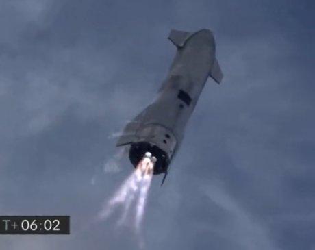 又见证马斯克创造历史,SpaceX星舰从万米高空飘落稳稳站住
