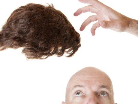 越累越秃的大城市青年,正靠假发片维持最后的体面