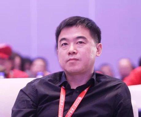 豪掷10亿创北大捐赠纪录,中国教培首富李永新的资本腾挪术