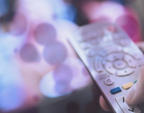 """电视即入口,智能家居时代的电视品牌为何要软硬""""两开花""""?"""