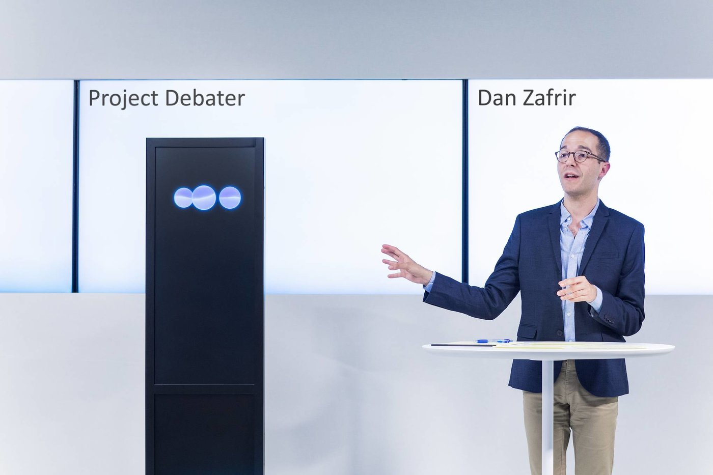 Project Debater 与人类选手辩论(来源:IBM)