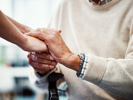 中国老人为什么住不上优质养老院?