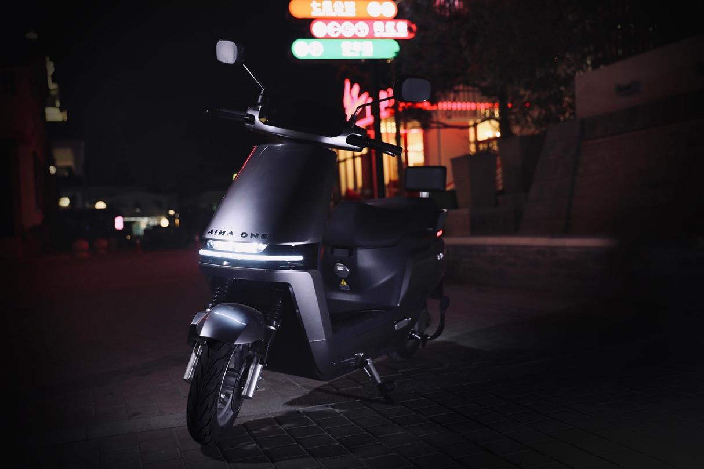 搭载引擎MAX系统、续航超150公里,爱玛发布A500电动车