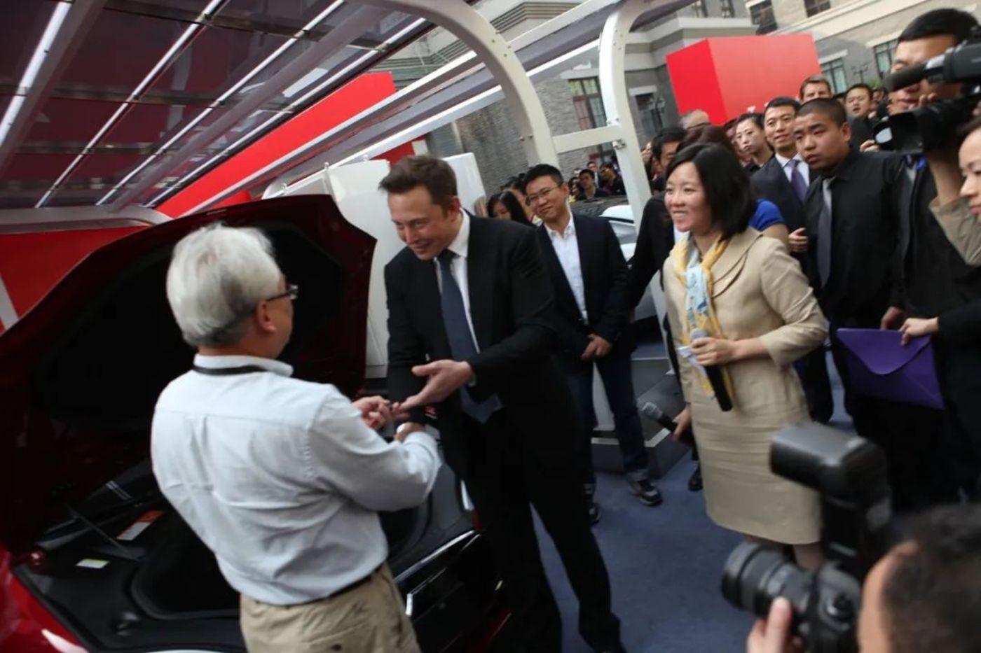 2014年4月,北京,特斯拉中国首车交付仪式举行现场