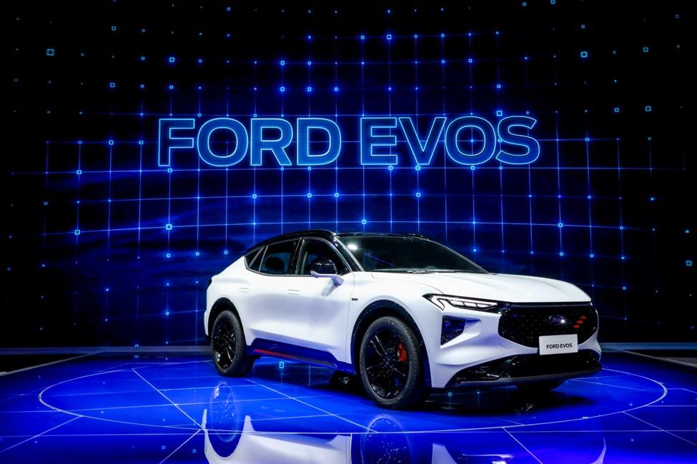 全新高端中大型SUV福特EVOS全球首发亮相上海车展丨一线车讯