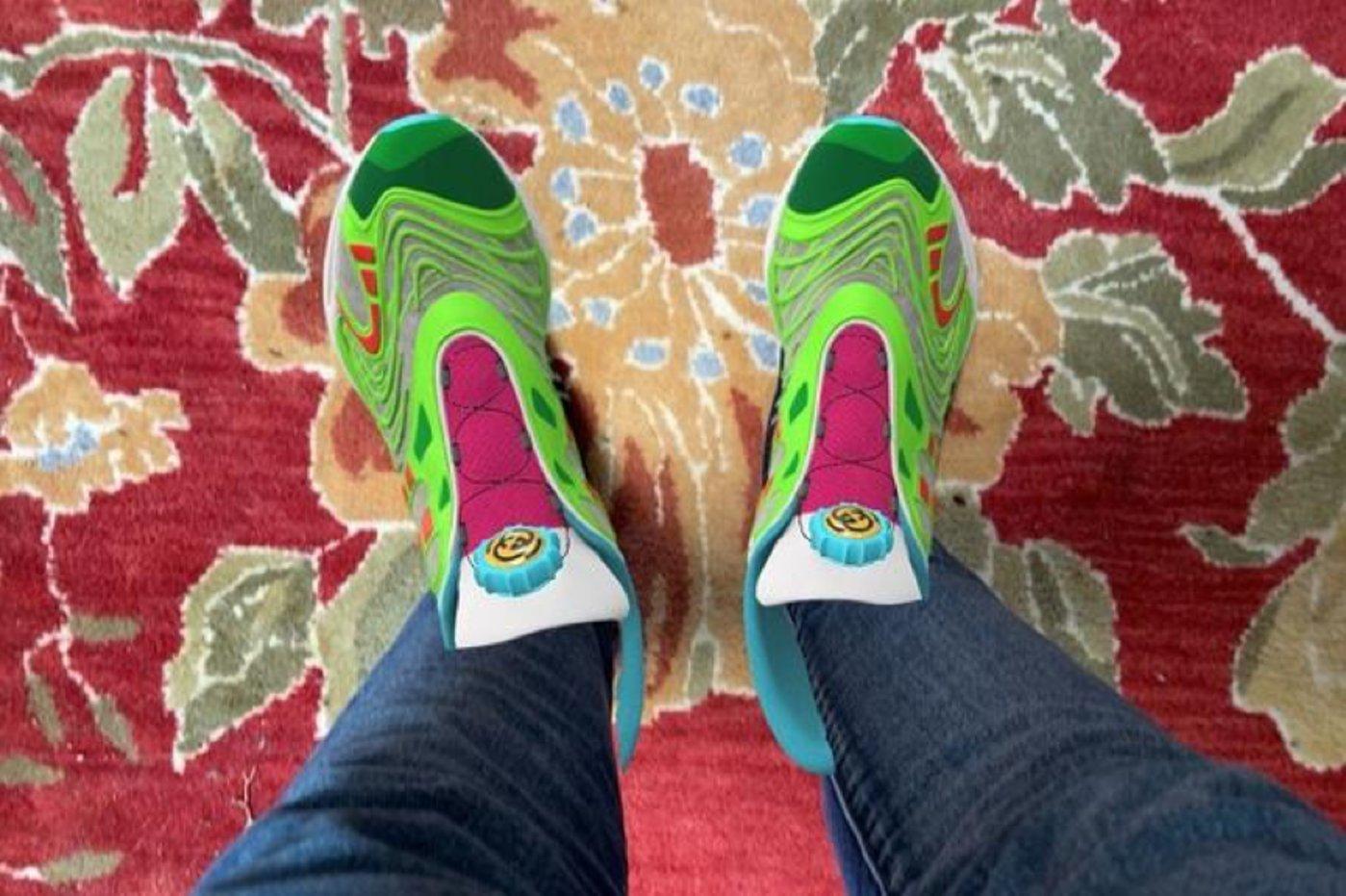 """Gucci Virtual 25""数字运动鞋"