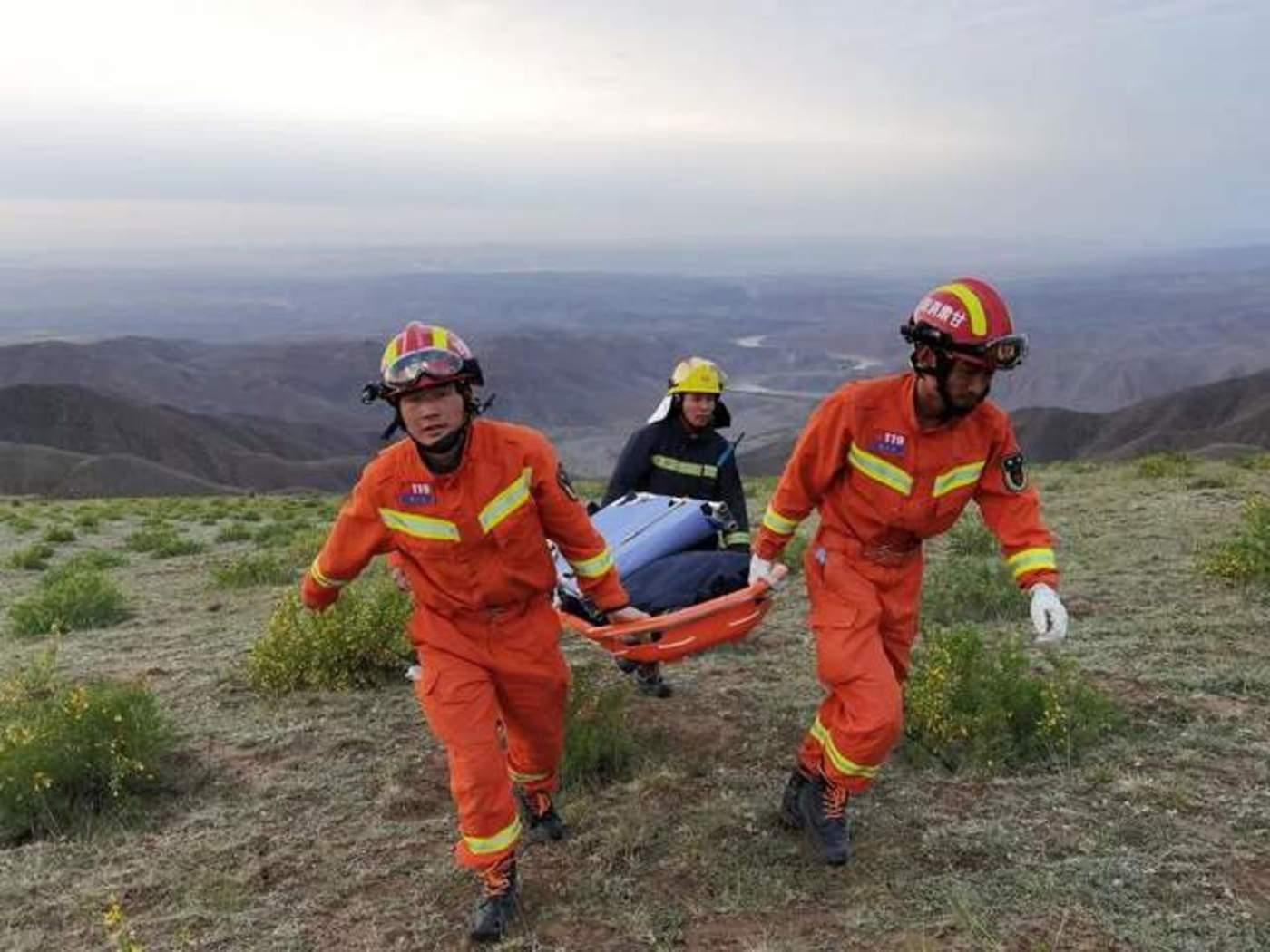 在甘肃的山区。超过1200名救援人员出动,搜寻遇难者。图片来自REUTERS