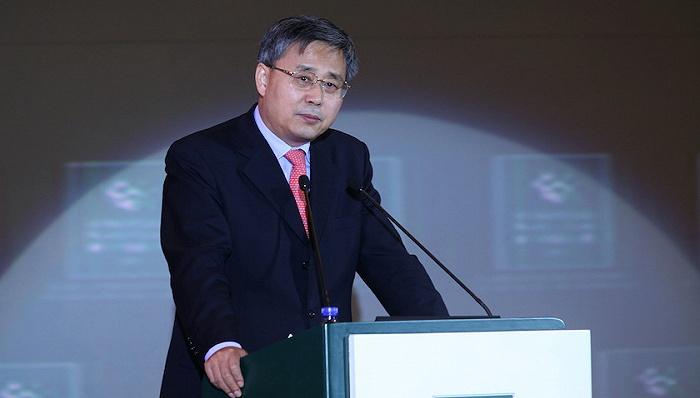 银保监会主席郭树清谈外汇炒作:正像押注房价永不下跌的人,会付出沉重代价