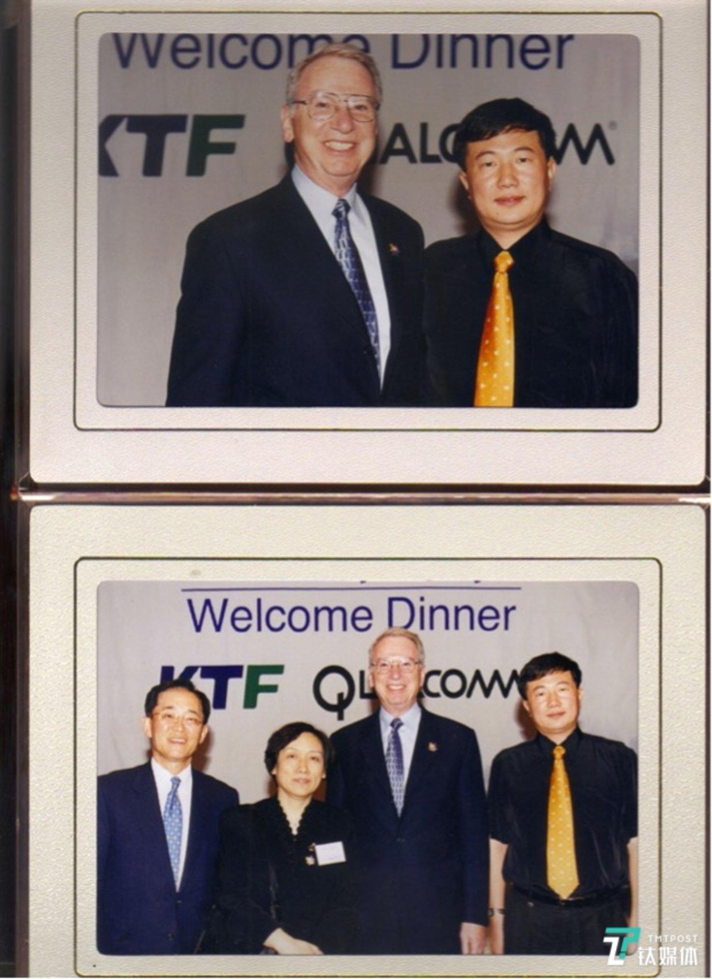 2002年2月25日,世界杯欢迎晚宴,韩国KTF公司副总裁迎接美国高通芯片公司创始人艾文·雅各布斯,中电通信公司张富春。图片由受访者本人提供。