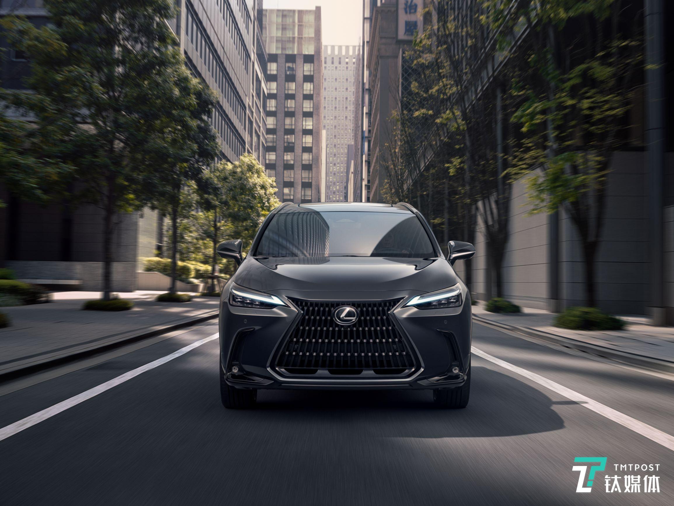 雷克萨斯发布全新一代NX,推出首款插电式混合动力车型 | 一线车讯