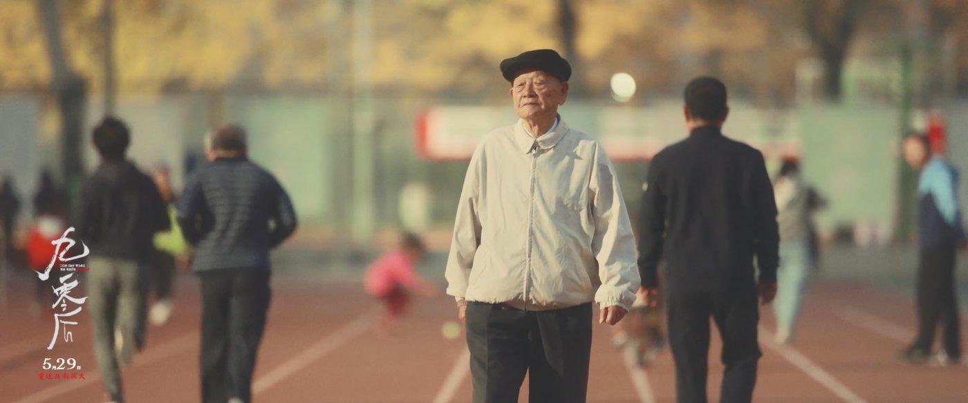 纪录片中,如今依然步伐矫健的吴大昌先生
