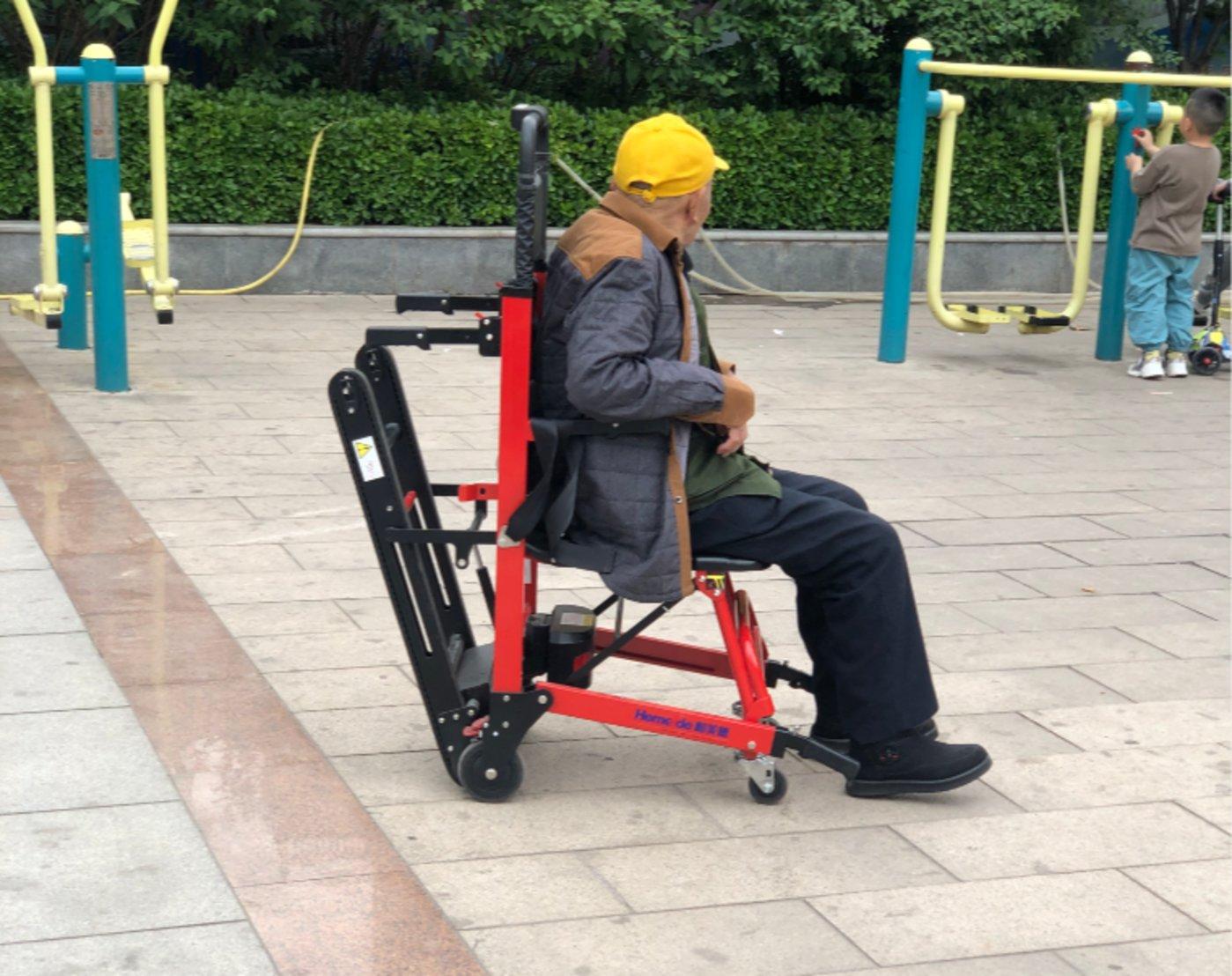 在公园遛弯大爷的装备上,我瞥见了一个万亿蓝海新市场