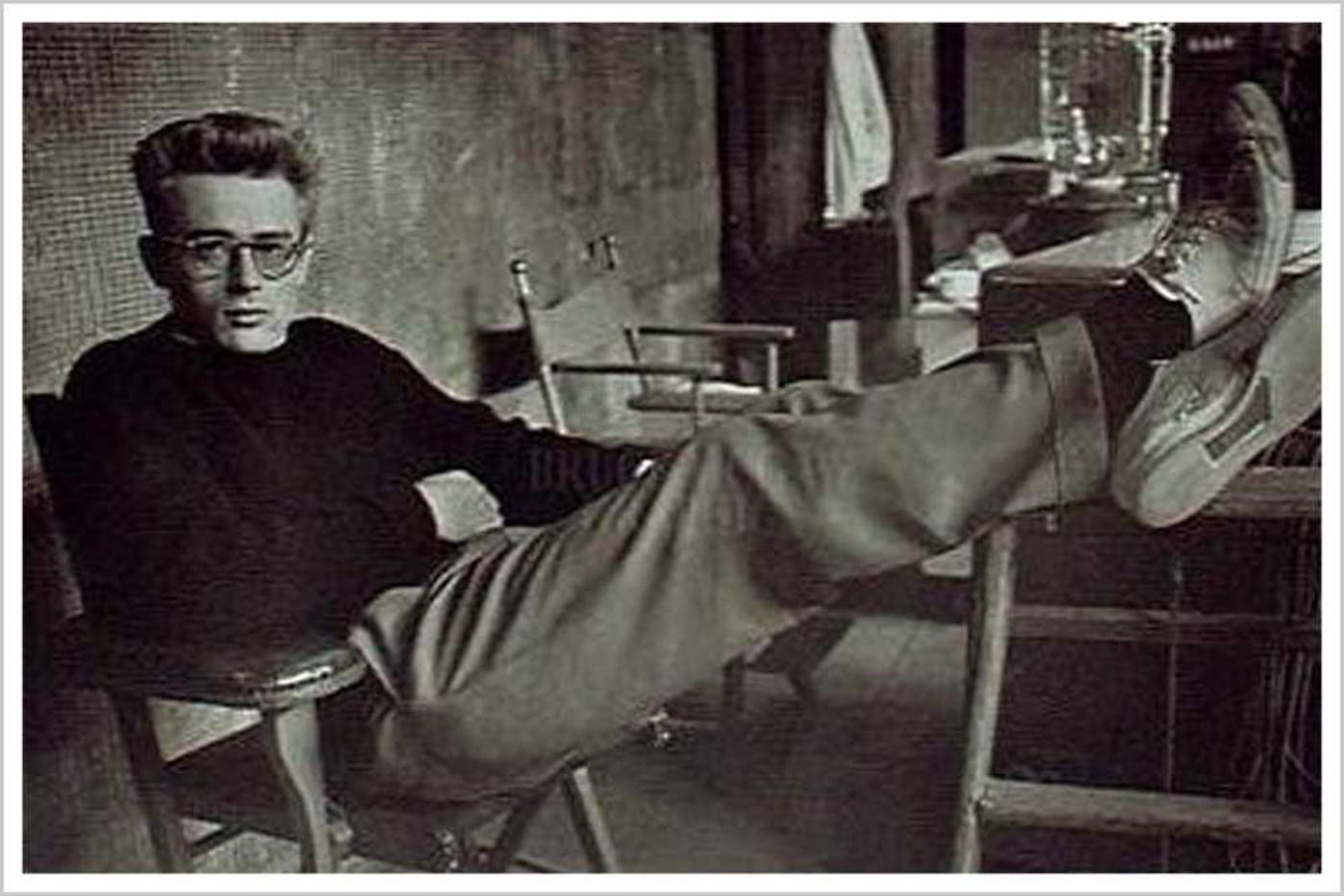▲詹姆斯·迪恩穿帆布鞋的形象
