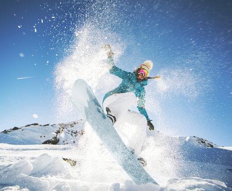 2021冰雪产业报告:冰雪人口骤降、旅游成新增长点