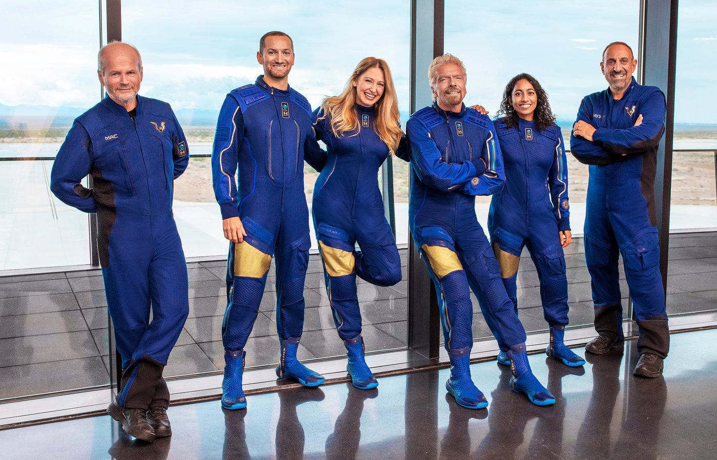 图注:本次搭乘太空船二号的成员。除了布兰森外,都是维珍银河公司的员工。
