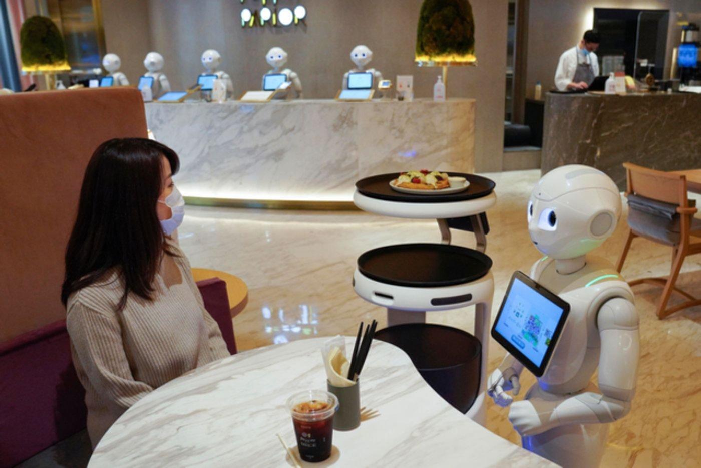 Pepper作为接待服务机器人