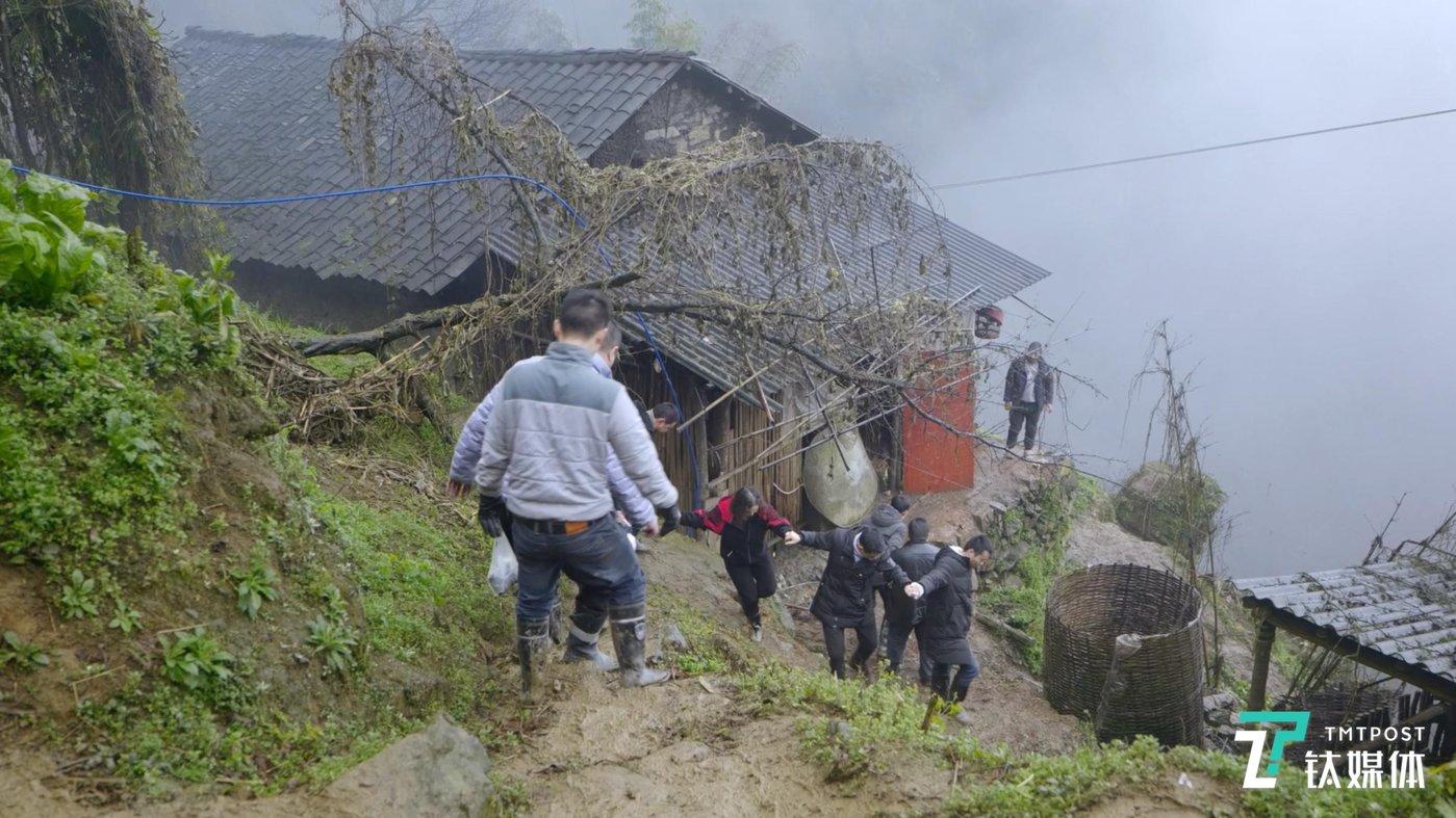 第一集中,村支书开勇所在的村庄