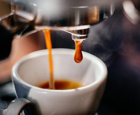 八年砸进115亿,腾讯阿里字节争抢,资本为什么偏爱咖啡?