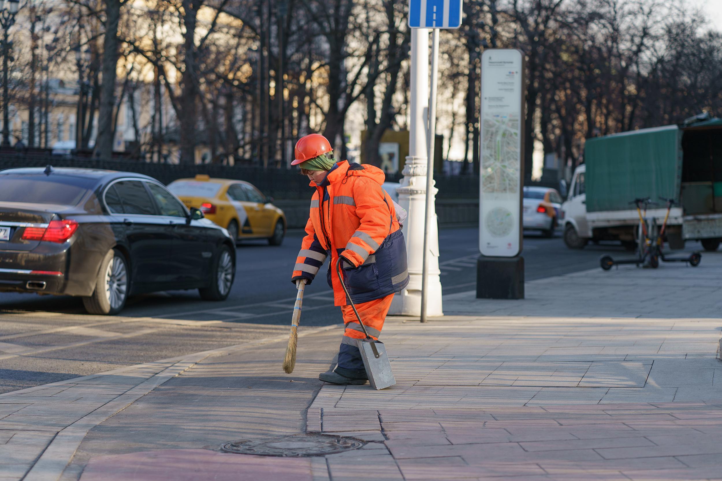 20年赚出百亿身价:中国最强清洁工和他的扫街传奇