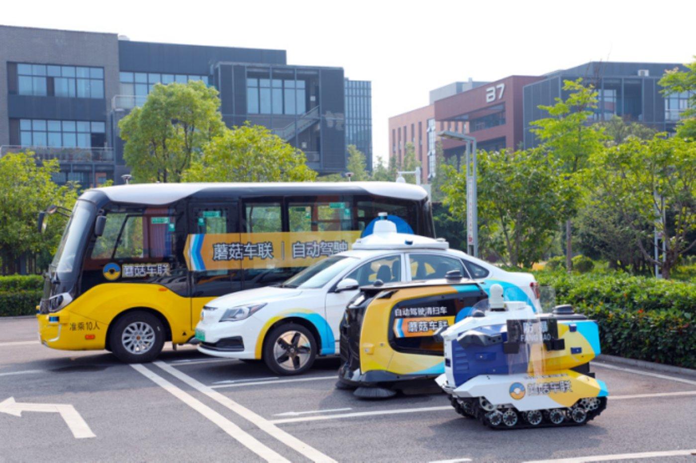 蘑菇车联自动驾驶城市公共服务车辆