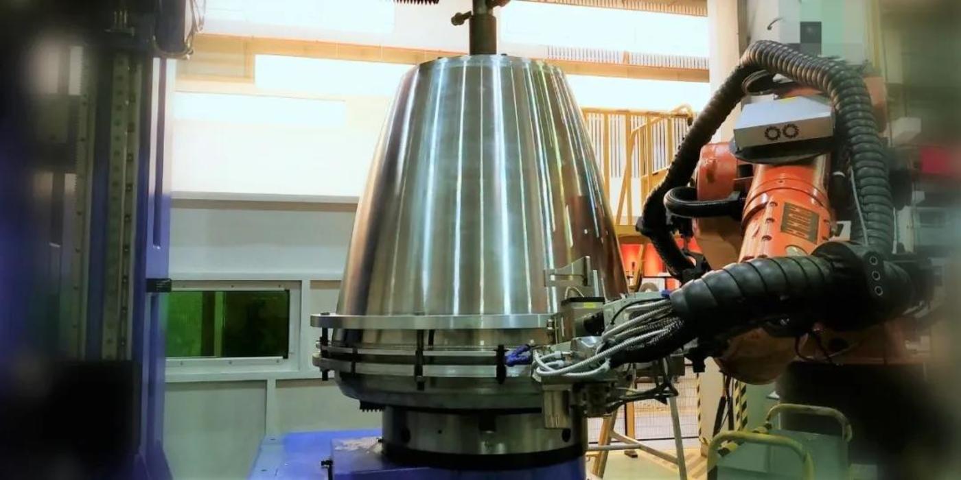 蓝箭和大族激光联合开发的激光焊工作站