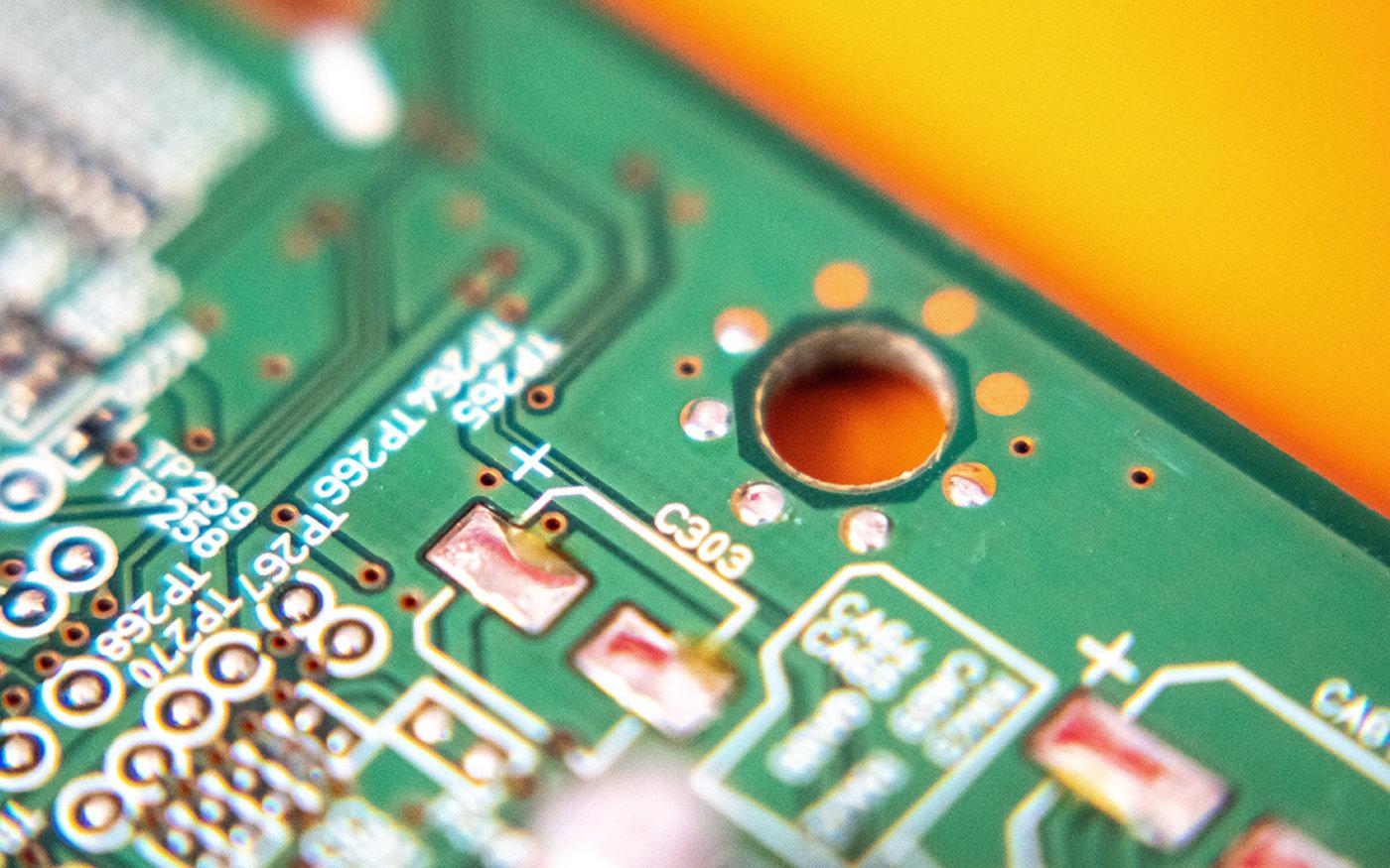 芯片电路板(图片来源:Unsplash)