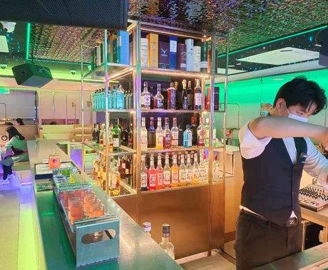 """餐企纷纷入局小酒馆,海底捞也来凑热闹,趁着""""东风""""能否再次起飞?"""