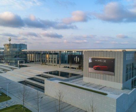 高合居然把工厂开进城市中心,还成了旅游景区