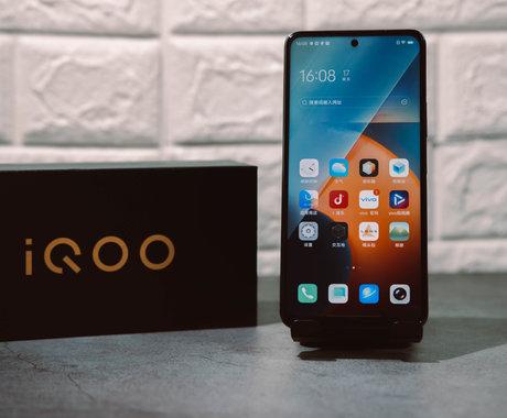 """iQOO Z5上手体验:售价不到2000元,中端机也有""""旗舰规格""""丨钛极客"""