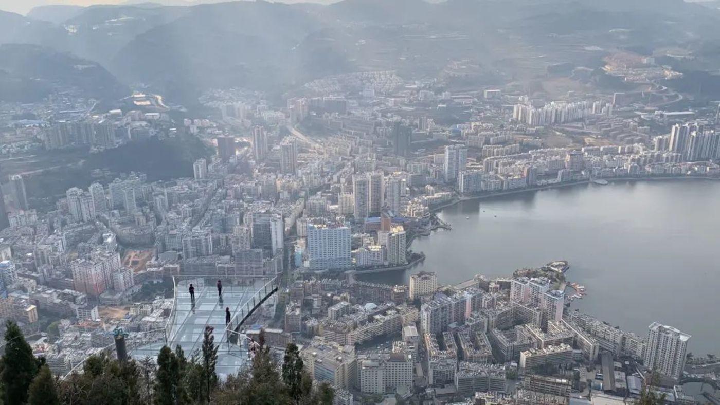 个旧城市全貌,图片来源:多菲 摄