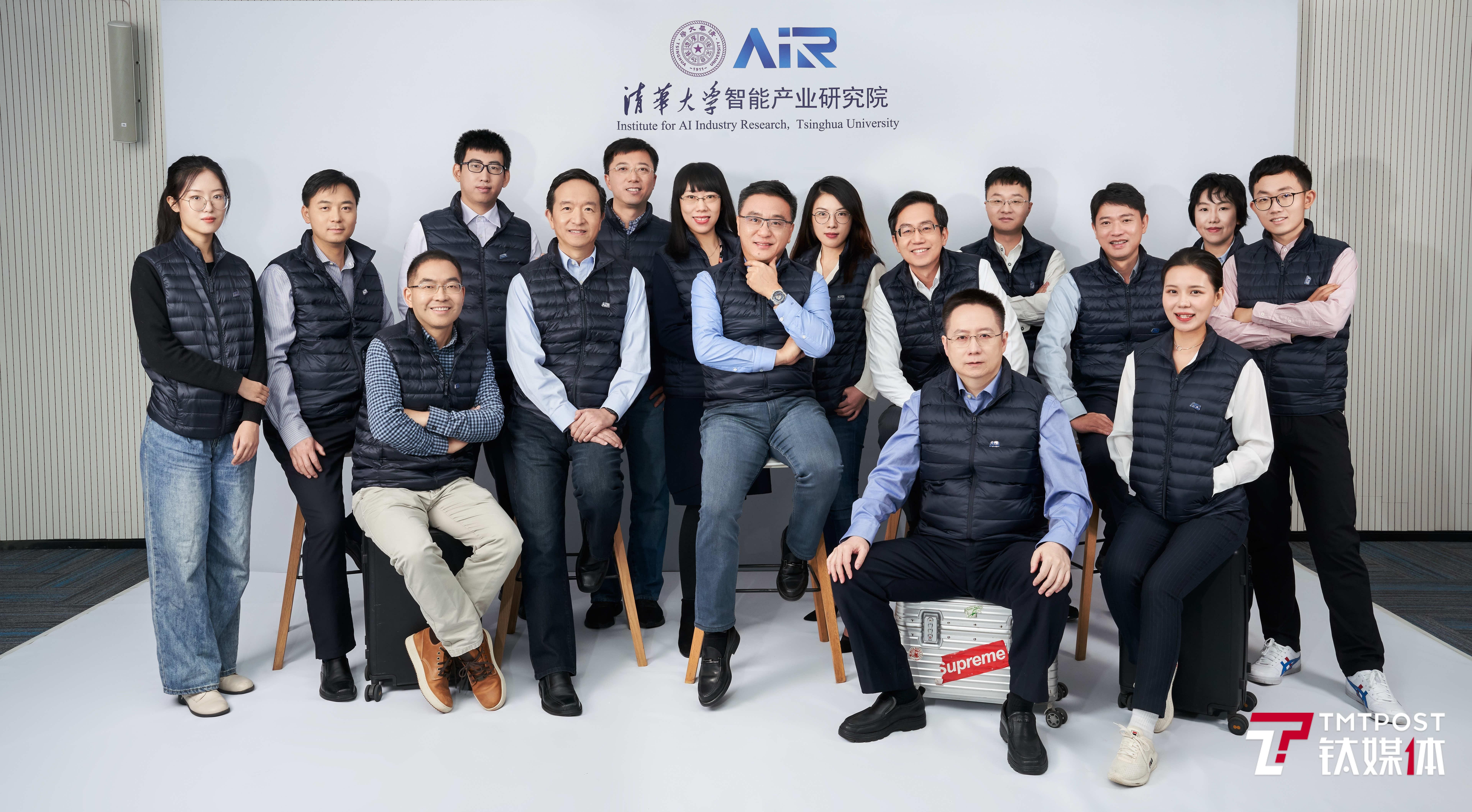 清华大学智能产业研究院(AIR)初期团队合影(来源:受访者提供)