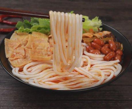 """螺蛳粉的""""工业思维"""",才是中国小吃的未来"""