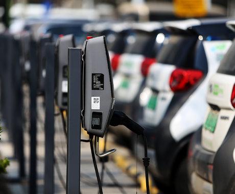 """充电桩行业现隐忧,能乘着新能源""""东风""""飞多高?"""