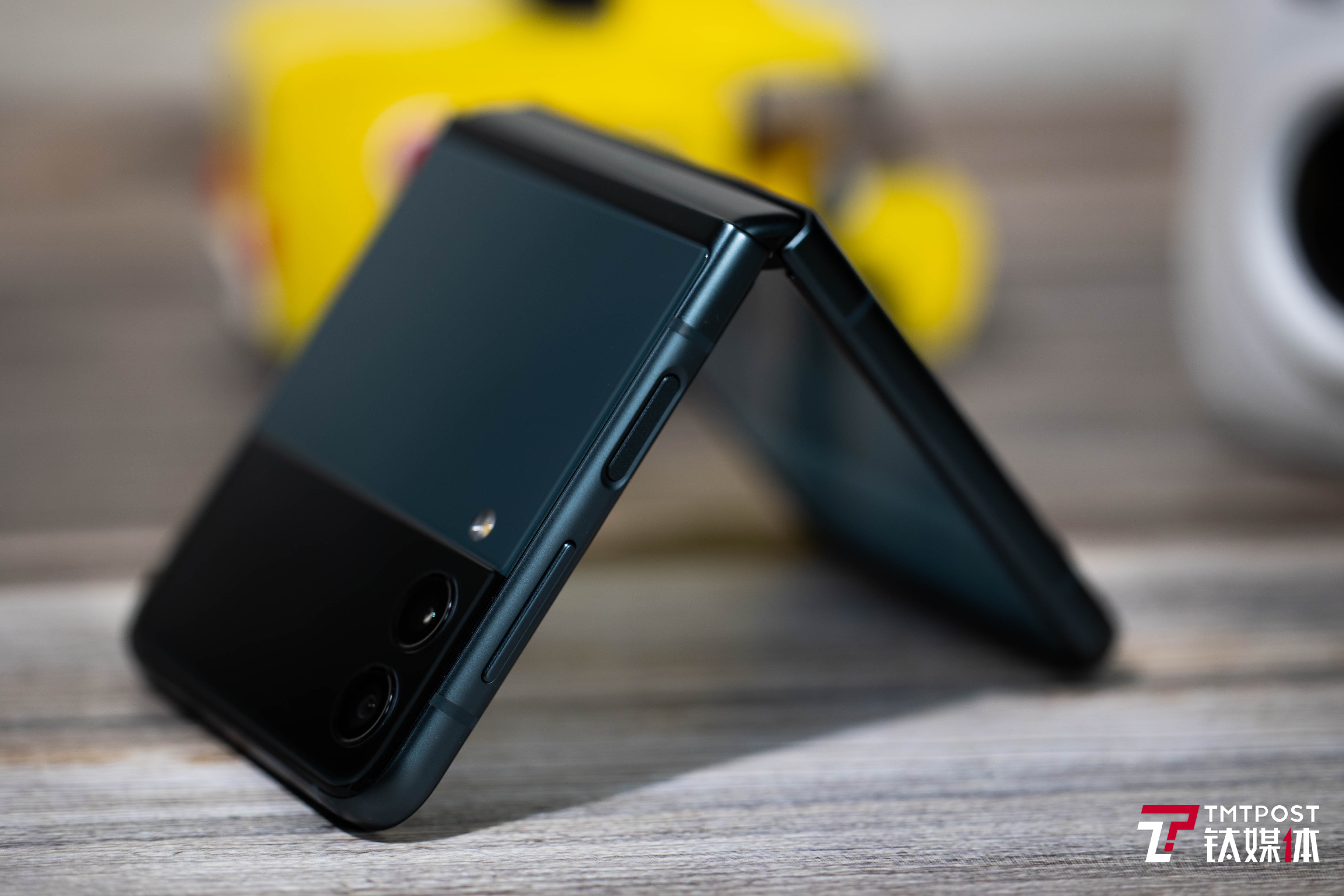 Galaxy Z Flip3侧面指纹识别模块