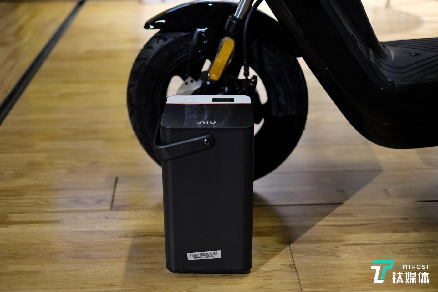 电池大小与车轮比较
