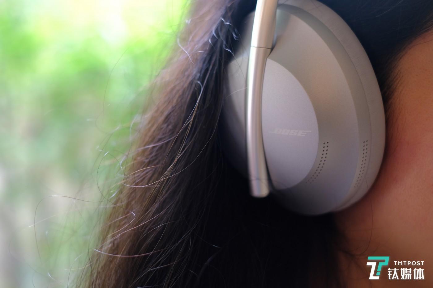 触控面板可以控制音量和播放