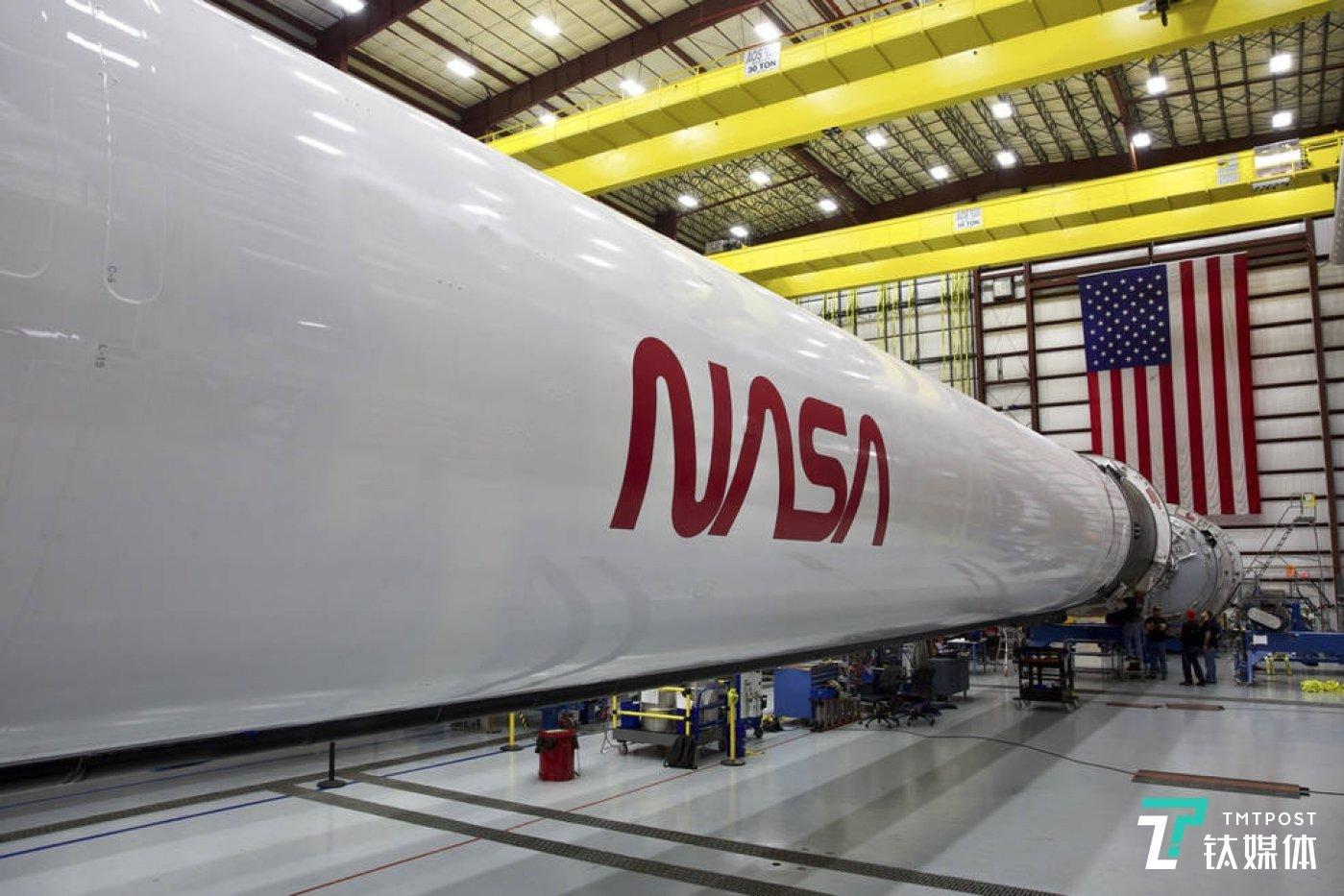 带NASA logo的火箭(来源:SpaceX)