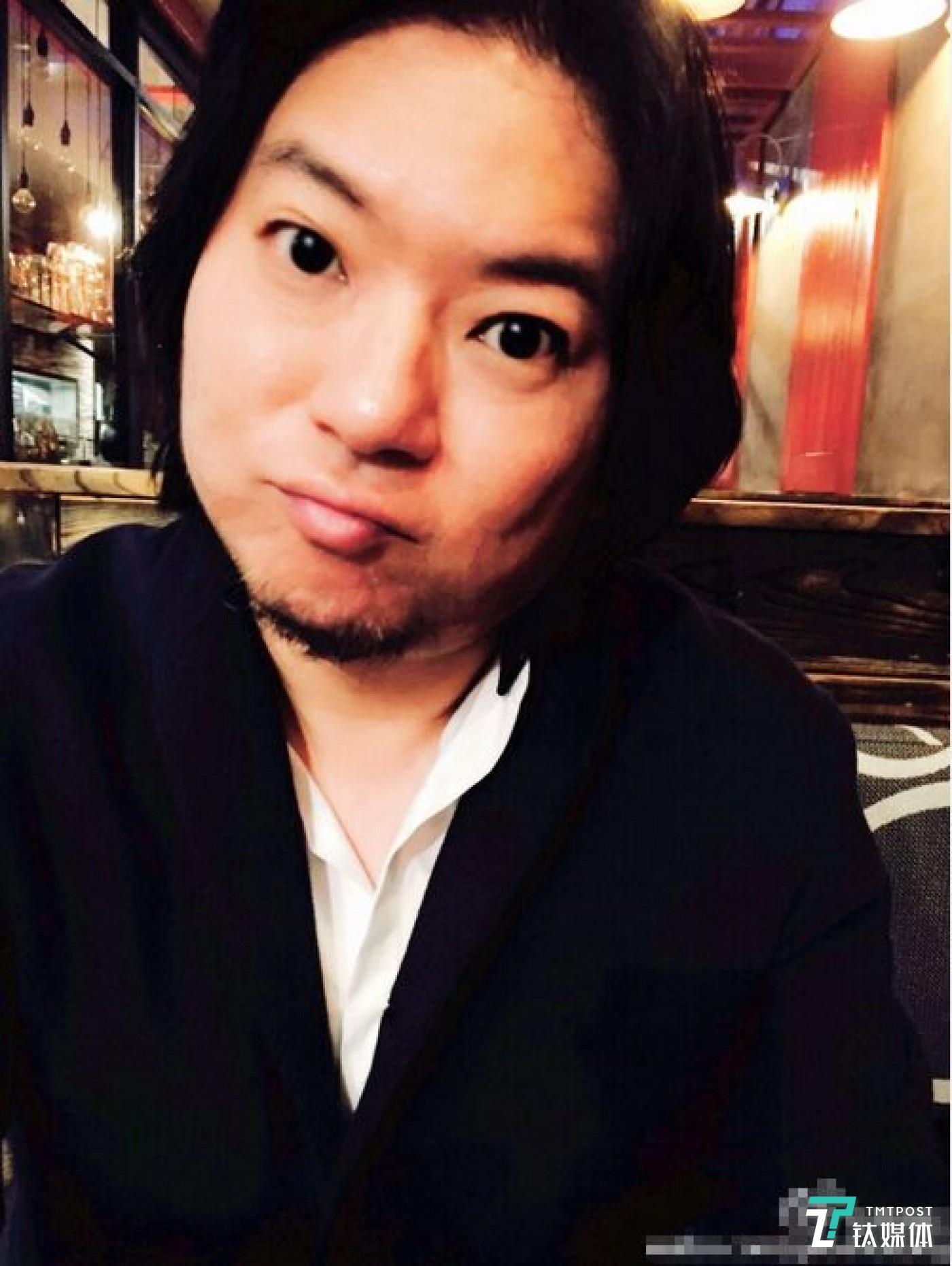 高晓松在微博发布了一系列自拍照