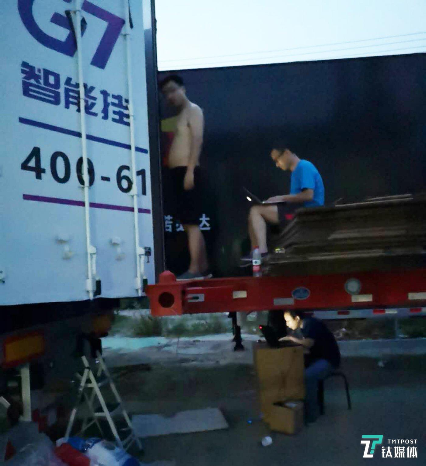 G7研发人员户外调试卡车物联网系统